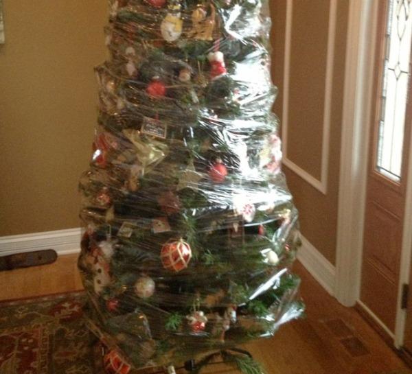 glad-wrap-xmas-tree